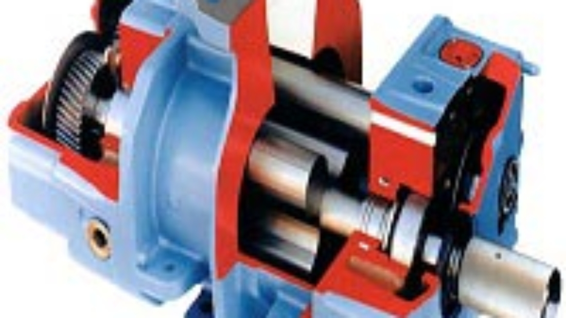 What is the difference between a Roots blower and a screw blower?